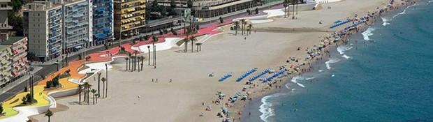 Frontul costier din oraşul Benidorm, Spania