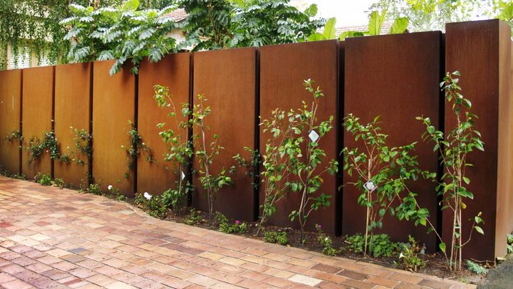 Steel Fencing and Gates in Melbourne by Pierre Le Roux Design